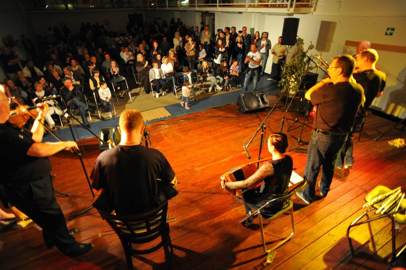 Humanitarni koncert u sokolani